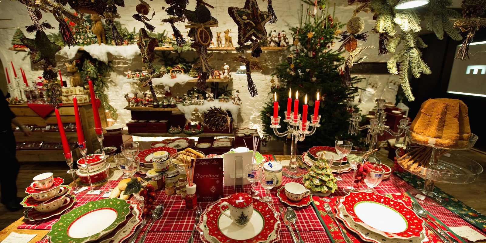 10 christmas table settings 2016 decoration ideas for for Christmas decorations for the dinner table