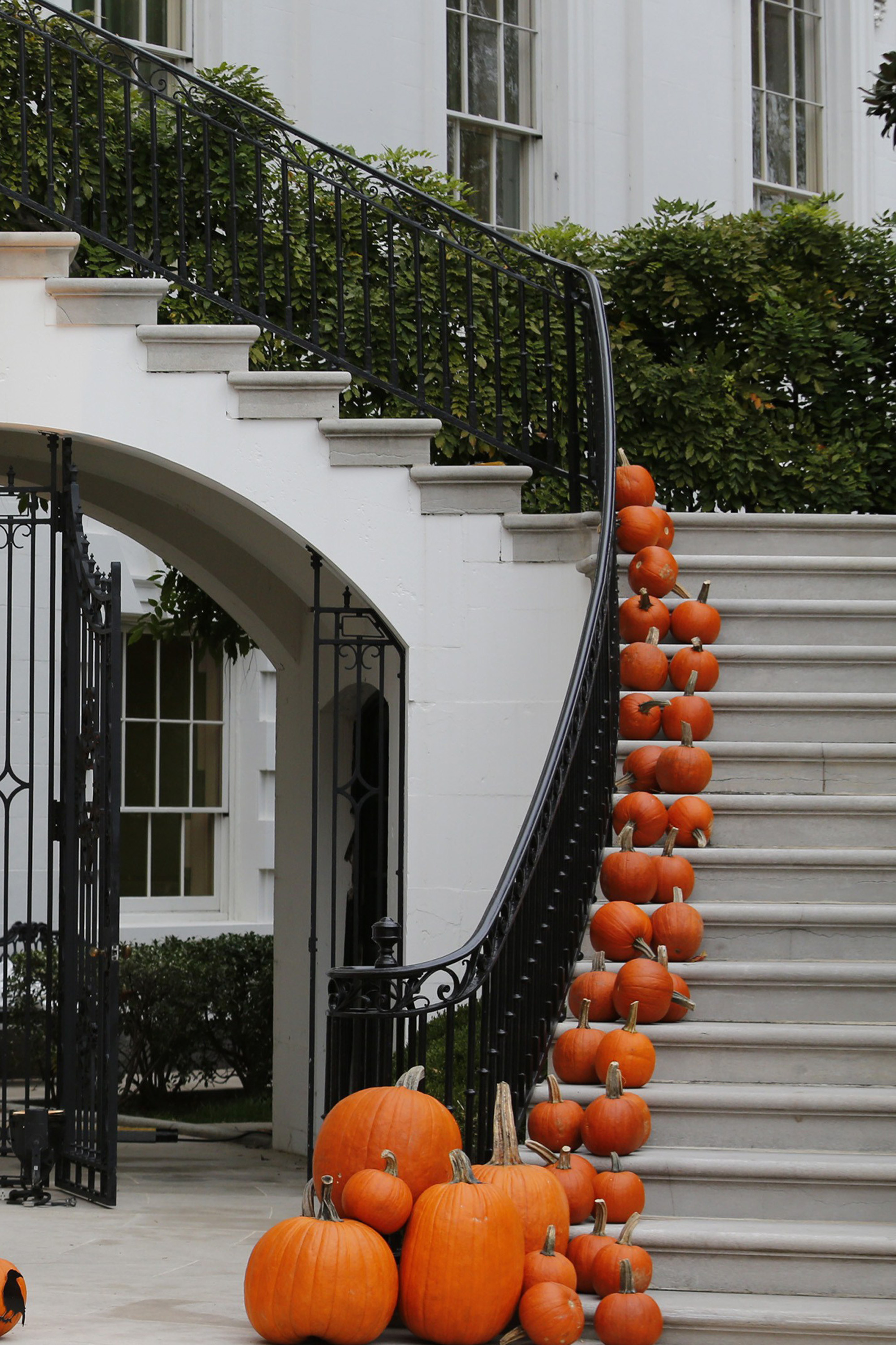 Elegant halloween decorating ideas Classy halloween decorations