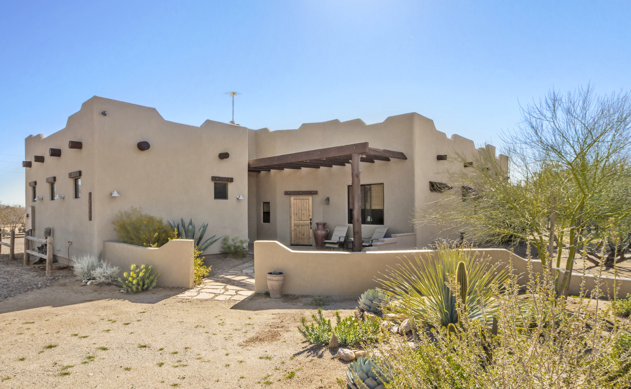50 gorgeous historic homes for sale in every state across for Victorian houses for sale in arizona