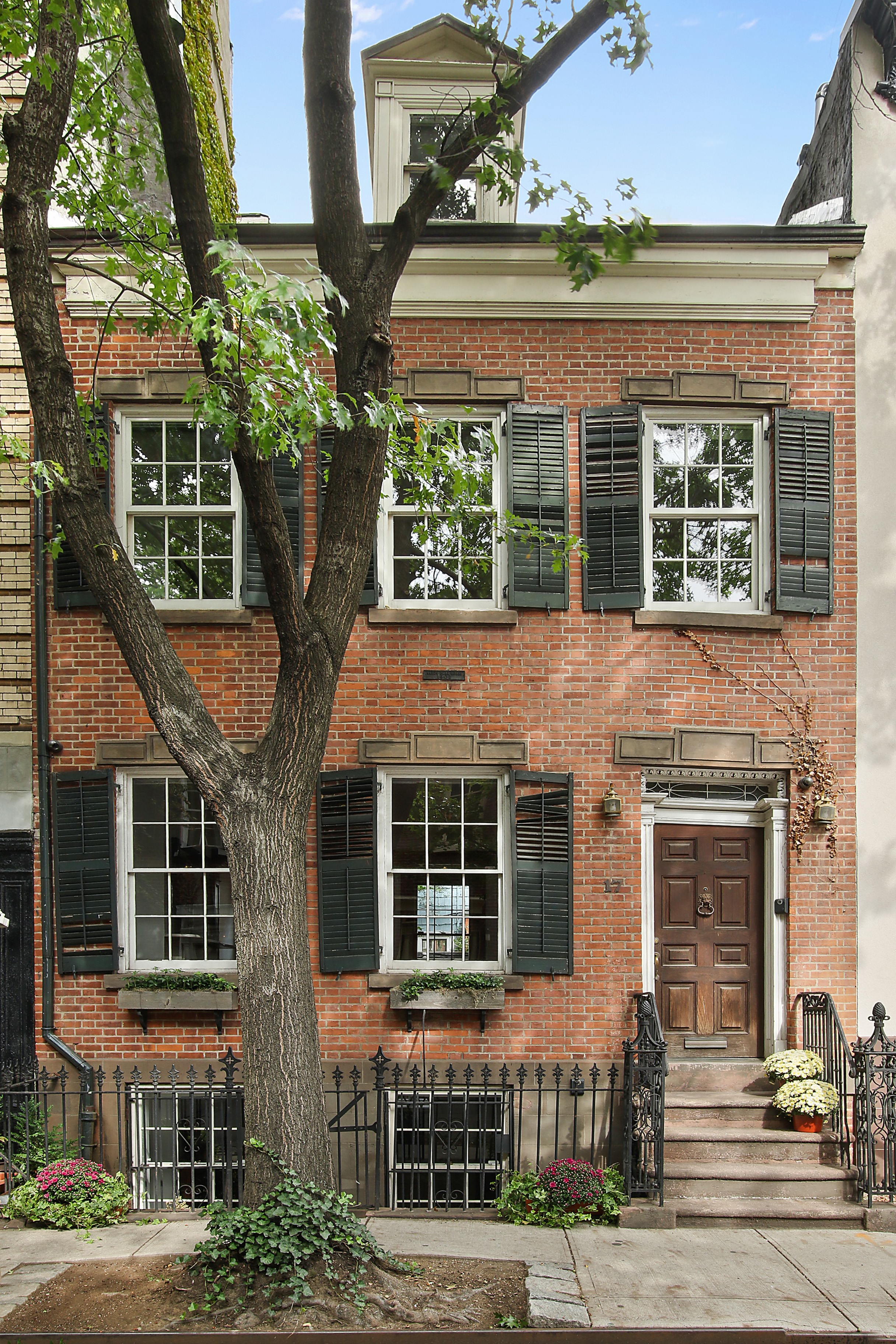 Aaron burr house new york city aaron burr house for sale for West village townhouse for sale