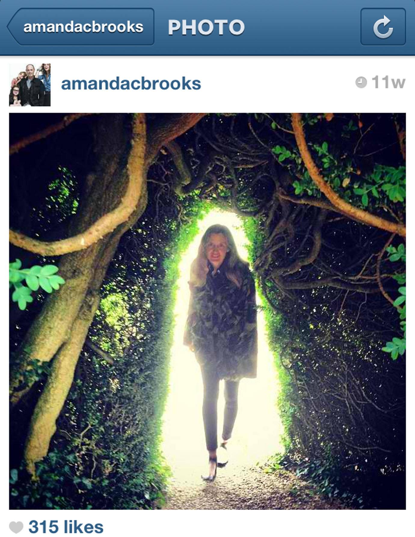 Celebrity instagram accounts johannes huebl for Amanda brooks instagram